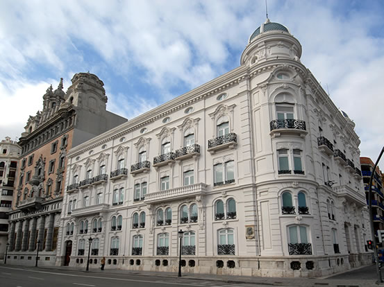 Fachada edificio Centro Cultural Bancaja